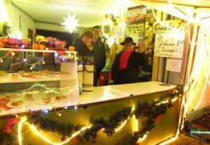 Peter am Weihnachtsmarktstand des Gesangvereins