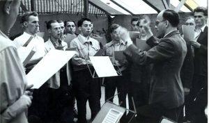 Beim Fest 1951 proben die Männer ihren Auftritt